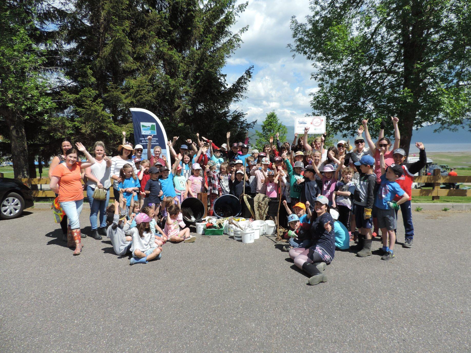 Activité de nettoyage des berges de la rivière Saguenay